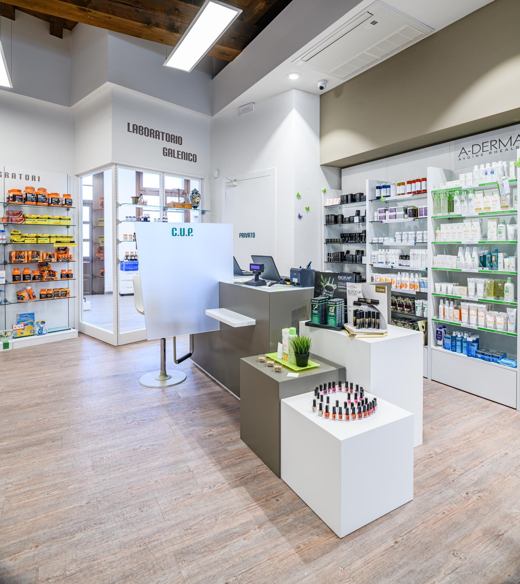 Artupharma – Progettazione interni arredamento farmacie – Dueville 02