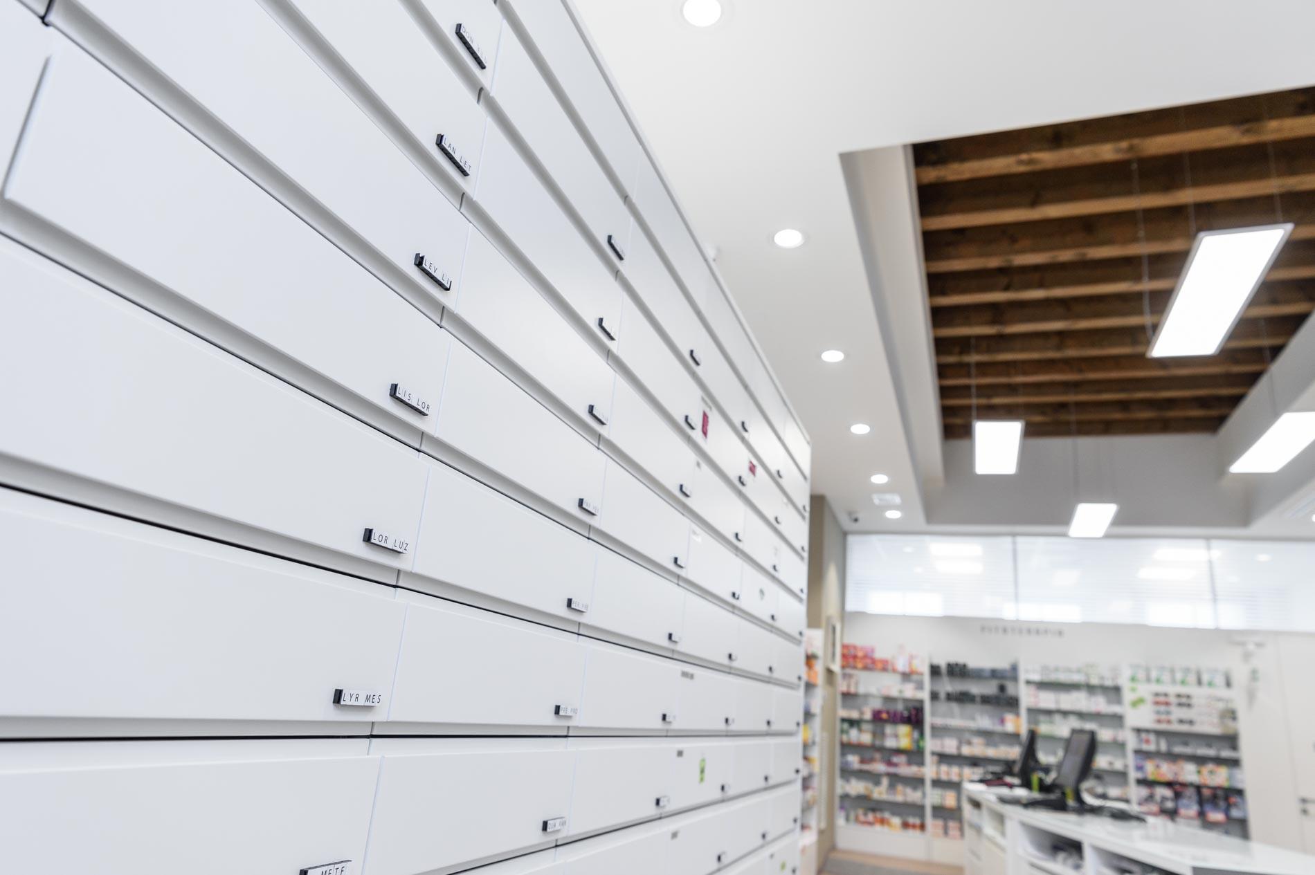 Artupharma – Progettazione interni arredamento farmacie – Dueville 03