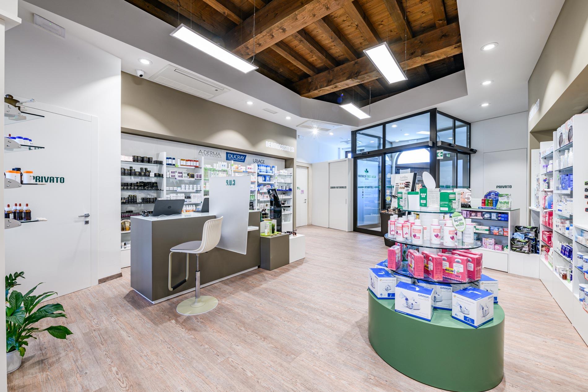 Artupharma – Progettazione interni arredamento farmacie – Dueville 05